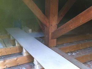Création d'un passage pour accès VMC, antennes lucarnes... Réhausse de la trappe et isolation
