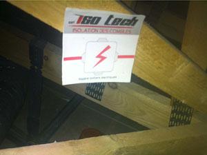 Repérage des boitiers électriques et pose de piges pour controler l'épaisseur d'isolant installé.